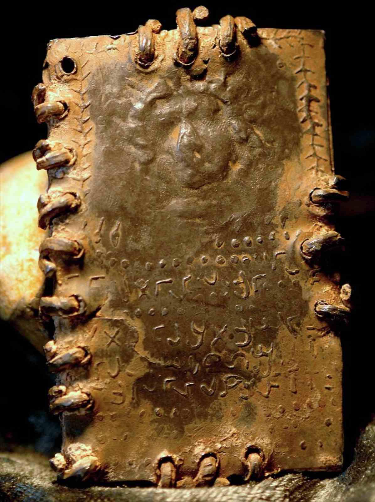 Самая старая библия в мире 10 фотография
